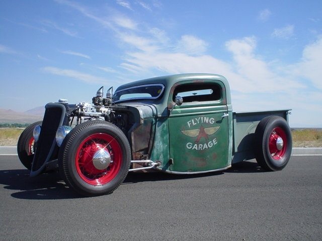 Rudy-rodriguez-1935-ford-bobber-truck5.j