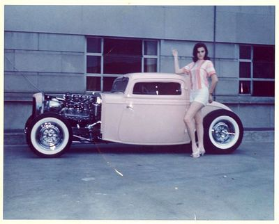 Andy-kassa-1932-ford-pink.jpg